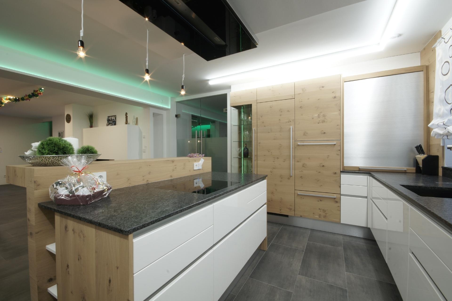 Groß Kücheninsel Und Frühstücksbar Bilder - Ideen Für Die Küche ...